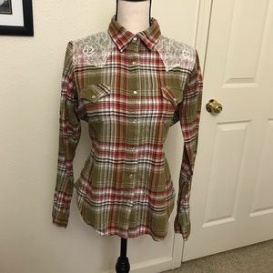 Wrangler's Pearl Snap Western Button Down